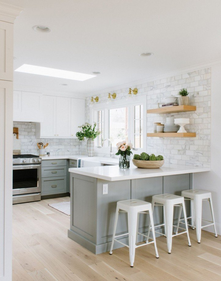 kitchen peninsula, light wood flooring, bar seating, two-tone cabinetry