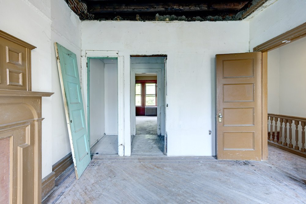 Living room with doors and room view before renovation